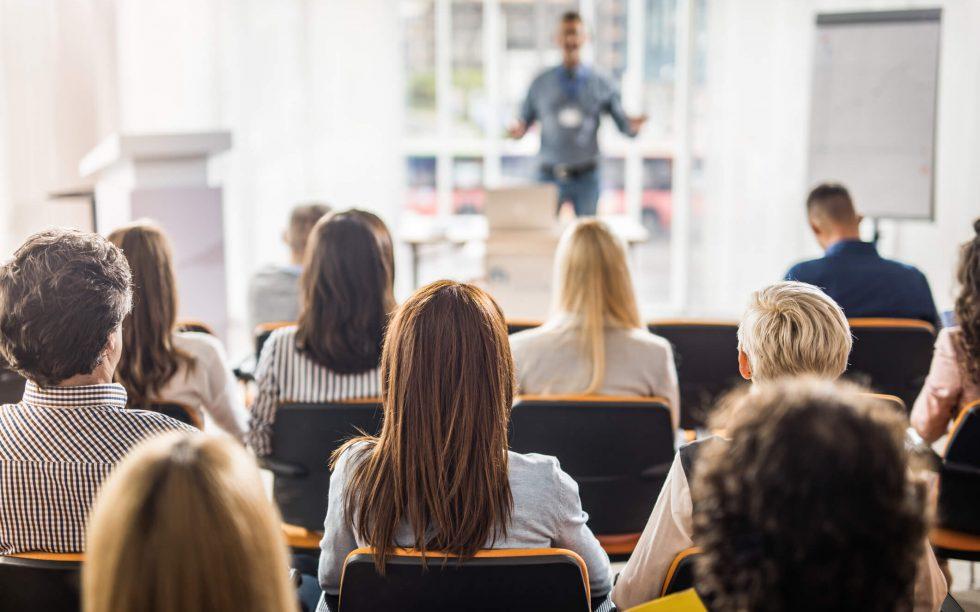 Entenda a importância e como realizar o treinamento de funcionários