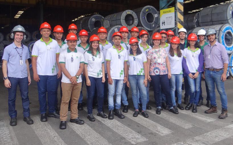 Futuros Técnicos Metalúrgicos em uma visita a Aço Cearense Industrial
